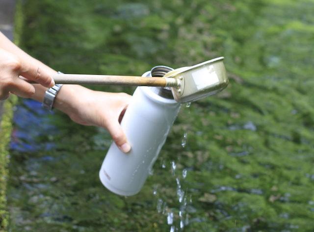 Wasser schöpfen (Foto: Kathrin Happe)