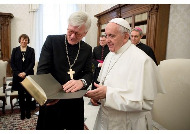 Eine EKD-Delegation bei Papst Franziskus in Rom (Bild: Radio Vatikan)